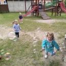 Zabawy na podwórku przedszkolnym_16