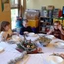 Przedszkolne spotkanie przy wigilijnym stole_8